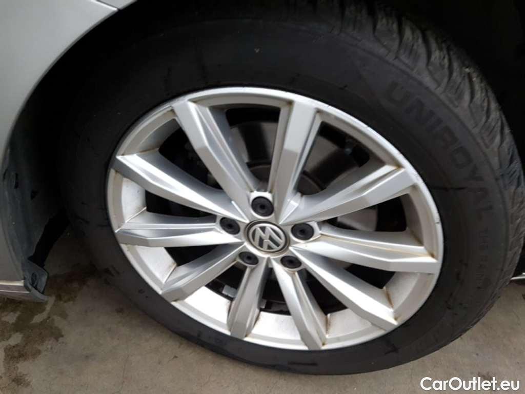 Volkswagen  Passat 1.6 TDI HIGHLINE #18