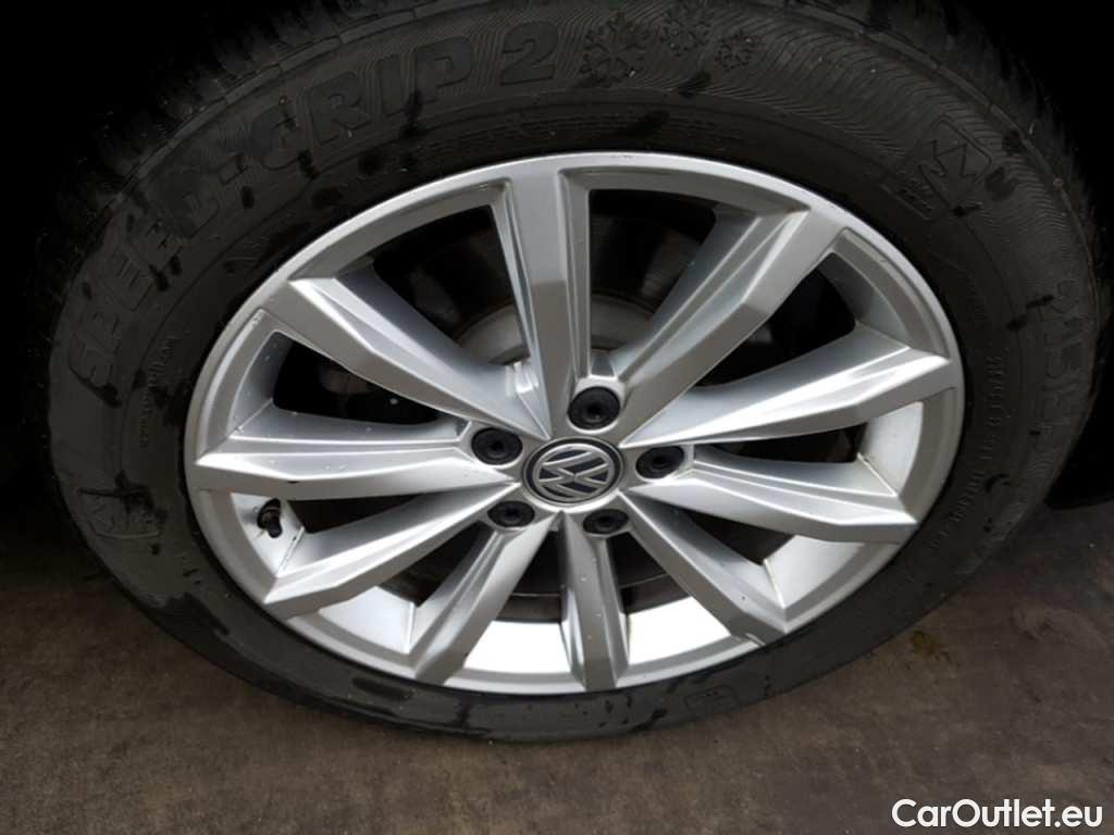 Volkswagen  Passat 1.6 TDI HIGHLINE #17