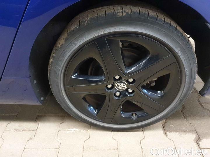 Toyota  Prius 1.8-l-VVT-i Executive #11