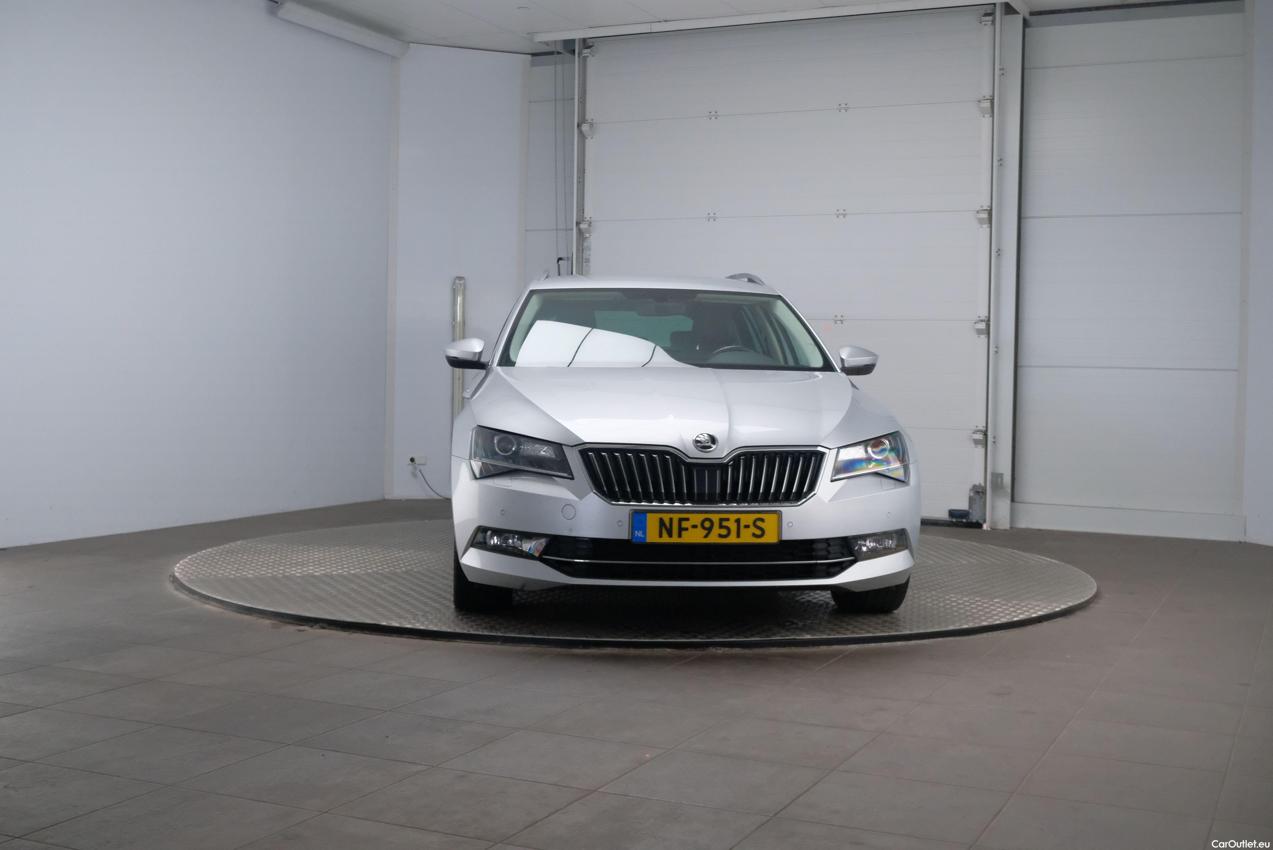 Skoda  Superb 1.6 TDI Ambition Business 5d #6